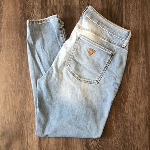 🌸$15 Guess Sexy Curve Distressed Cropped Skinnies